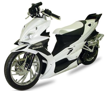 Motor Matic Terbaik on Kamis Launching    Body Aduhai Dan Irfan Bachdim    Kekuatan Suzuki
