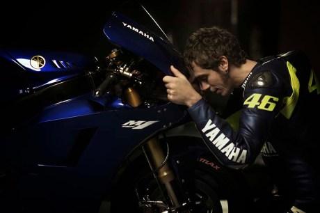 Valentino-Rossi-Jorge-Lorenzo-Yamaha-M1-MotoGP-12