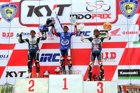 Podium race 1 IP1 seri 5 Indoprix di Binuang dikuasai trio Yamaha - Sudarmono - Fitriansyah Kete - Sigit PD