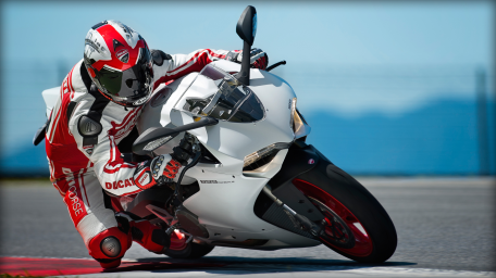 SBK-899-Panigale_2014_Amb01_W_1920x1080.mediagallery_output_image_[1920x1080]