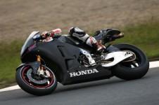 100313-casey-stoner-motogp-honda-rcv1000r-production-racer-test-01-583x389