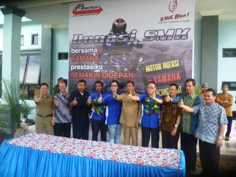 Donasi unit engine sepeda motor Yamaha di SMK Palu (2)