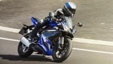 2014-Yamaha-YZF-R125-EU-Race-Blu-Action-003