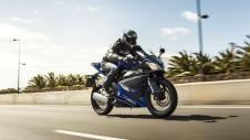 2014-Yamaha-YZF-R125-EU-Race-Blu-Action-004