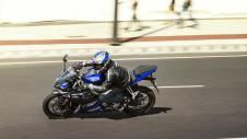 2014-Yamaha-YZF-R125-EU-Race-Blu-Action-006