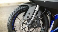 2014-Yamaha-YZF-R125-EU-Race-Blu-Detail-005