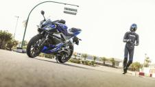2014-Yamaha-YZF-R125-EU-Race-Blu-Static-005