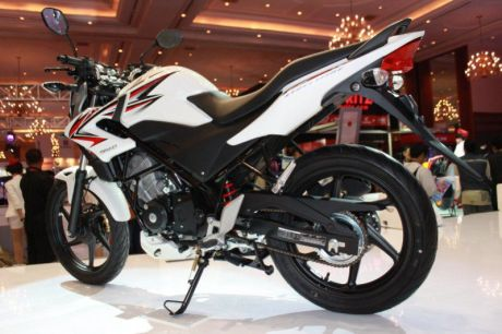 swing arm Honda-CB150R-White