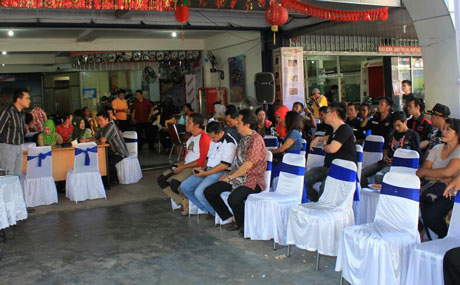 2.Suasana-edukasi-kesehatan-SOHO-#BetterU-with-bikers-community-di-Pontianak