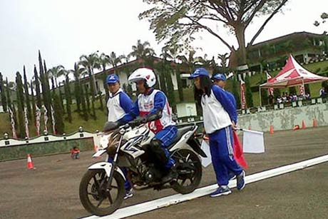 Kompetisi-Astra-Honda-Safety-Riding-Instructor-Competition-2014