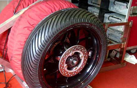 Ban-Dunlop-Basah-Desain-Baru-di-ARRC-Seri-3-Autopolis-Jepang