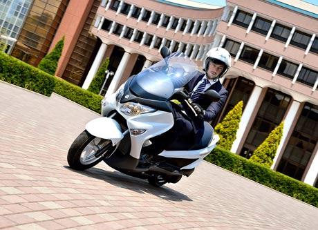 Suzuki-Burgman-200-Hadir-di-JMCS-2014