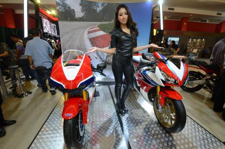 Honda Ladies (1).JPG